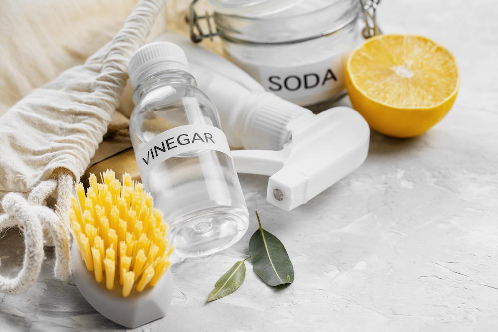 stain remover: vinegar, water & baking soda
